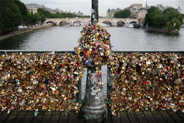 20161207-122047-paris_love_locks-1_600x400