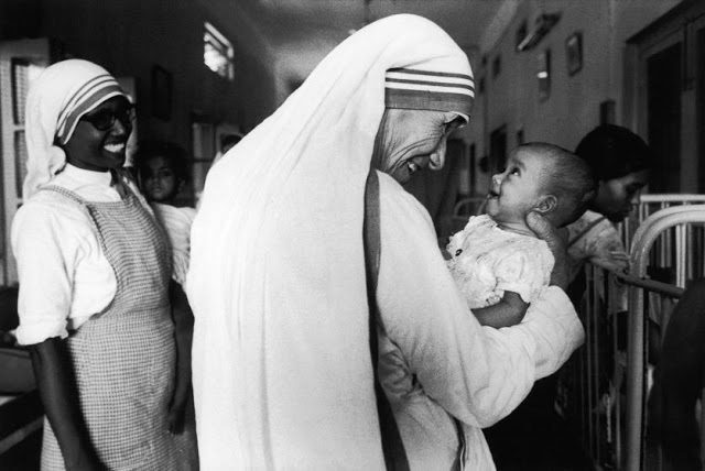 https://tachcaphe.com/wp-content/uploads/2017/07/mother-teresa-life-in-pictures-5.jpg
